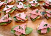 Бутерброды со шпинатом и ветчиной